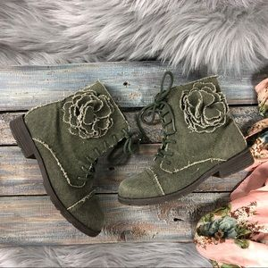 Children's Place Green Distressed Girls Boots